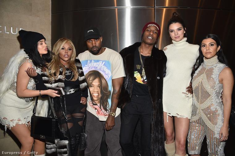 Kanye West átöltözött a backstage-ben
