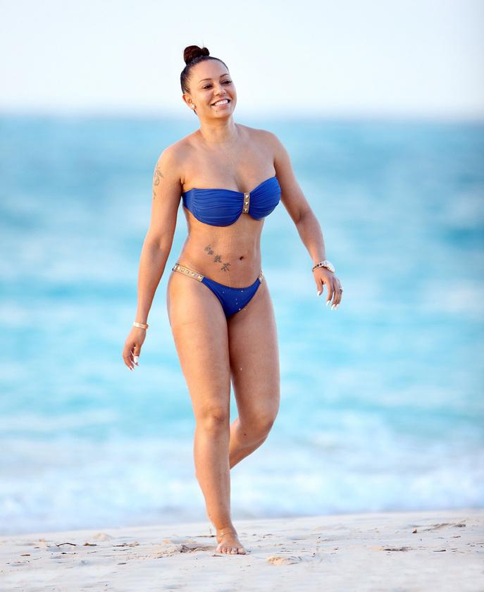 A baleset a Turks- és Caicos-szigeteken történt, ahol az egykori Spice Girl a férjével és a kisfiával vakációzik.