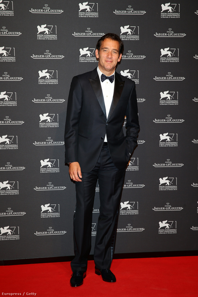 Clive OwenTalán ő is Tom Hardy vermébe esett, nem olyan kifinomult férfiakat szoktunk meg tőle, mint James Bond.