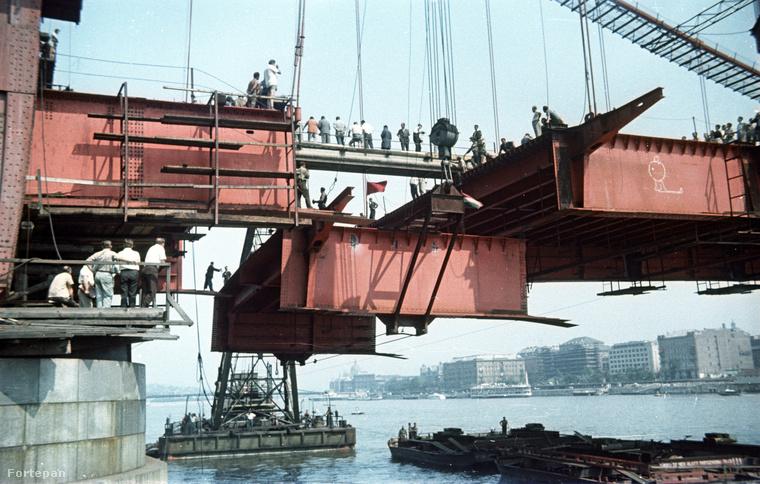 Ha nem jött volna rá, ez az épülő Erzsébet híd oldala