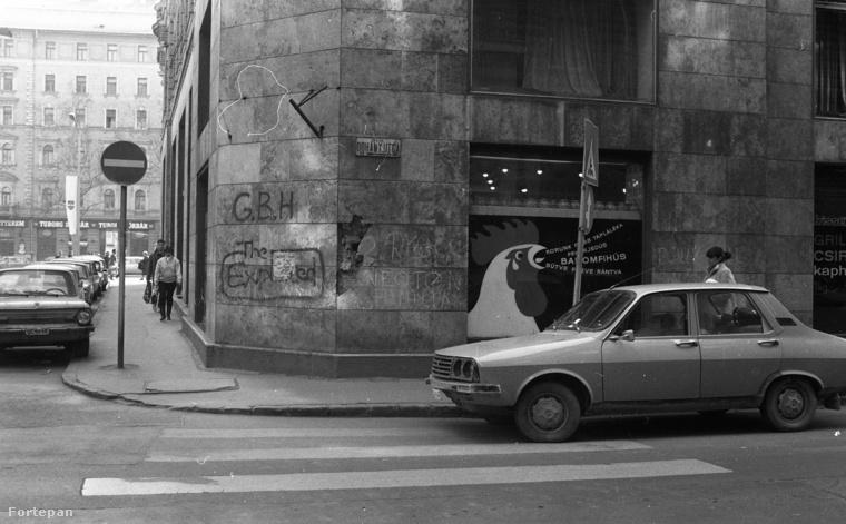 És most kapaszkodjon meg! Ez a fotó a Fortepan szerint 1979-ben készült, a Nagy Diófa és a Dohány utca sarkán