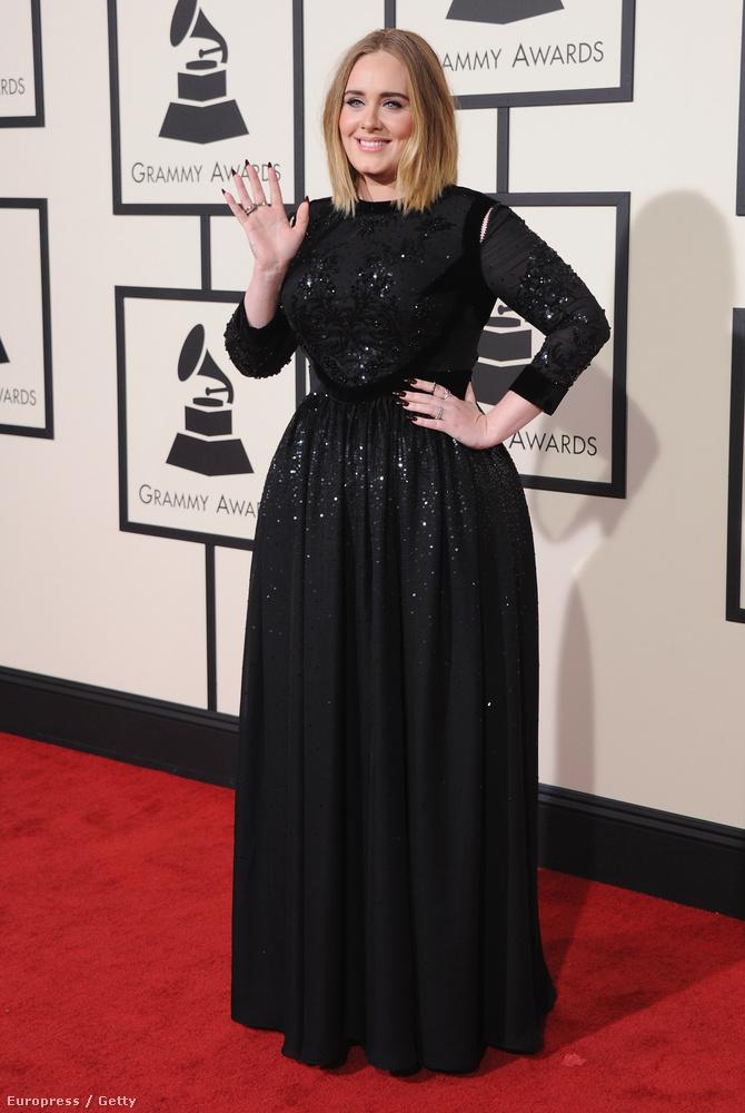 Nem ez a legfontosabb dolog vele kapcsolatban, de Adele kitartó edzéssel meg effélékkel elég sokat fogyott