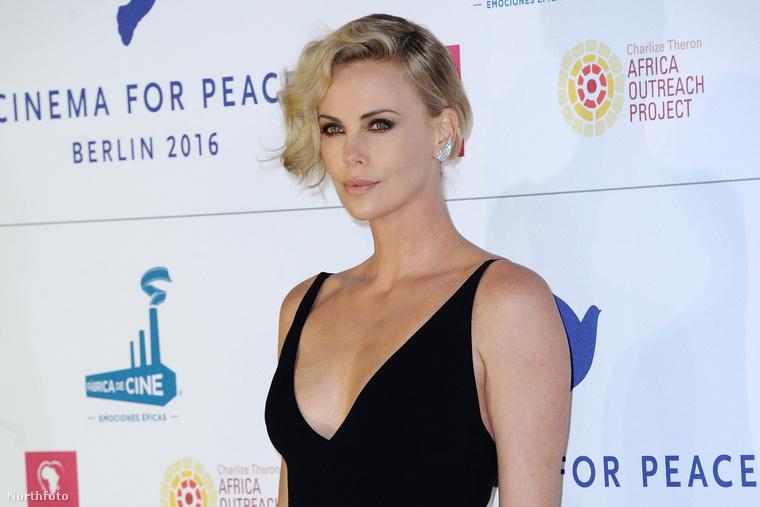 A színésznő arca nagyon lassan bootolt be a Cinem for Peace gála vörös szőnyegén