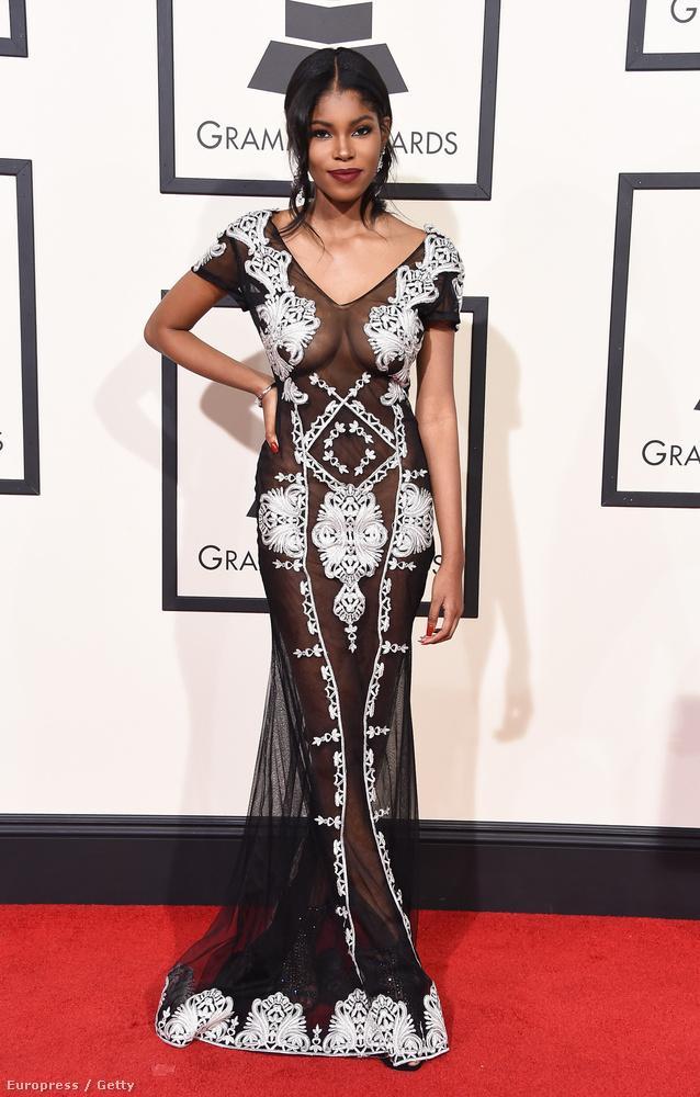 Ezen a képen Diamond White énekesnő látható, aki a minimum 2011 óta kötelezőnek számító, vettem is ruhát meg nem is divatot gondolta így feldolgozni.