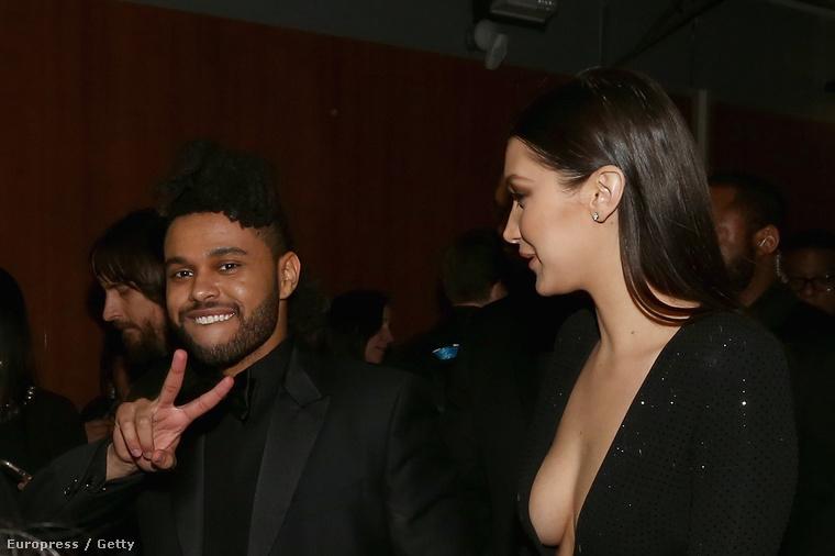 Itt a Weeknd nevű énekes mellett tekinthető meg a melle.