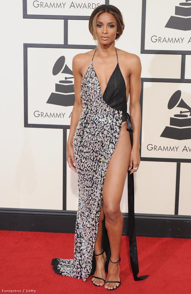 Ciara, az énekesnő szemből talán csak kicsit szerencsétlenül nézett ki,