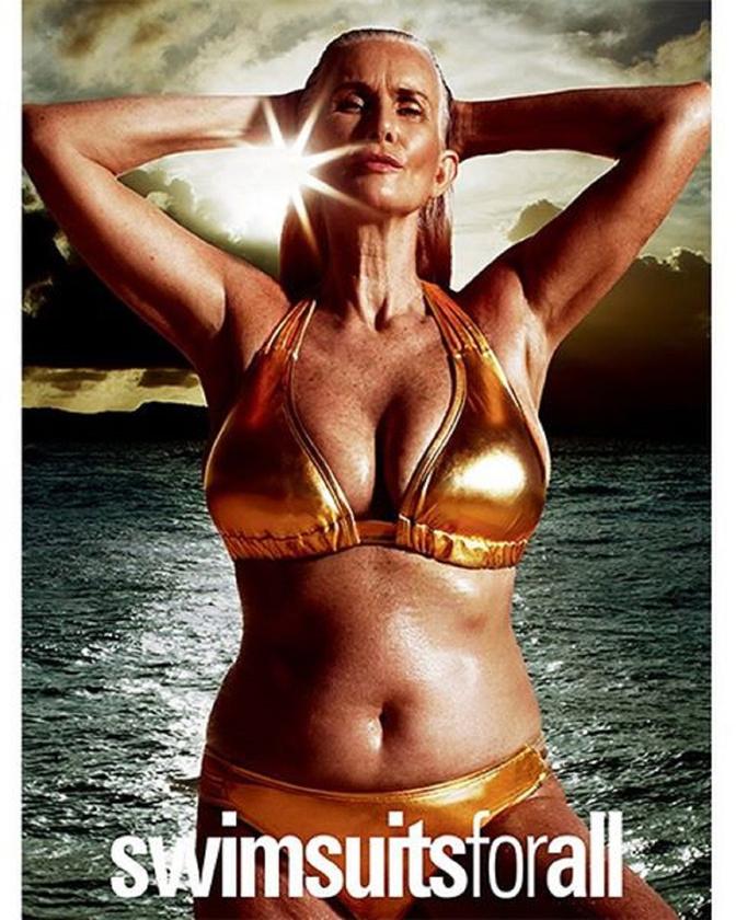 Az meg pláne, hogy minden idők legidősebb SI-modellje, az 56 éves NIcola Griffin arany bikinit húzott