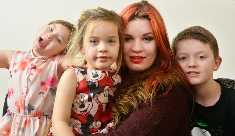 Itt van ez az anyuka, aki nagyon szereti a gyerekeit