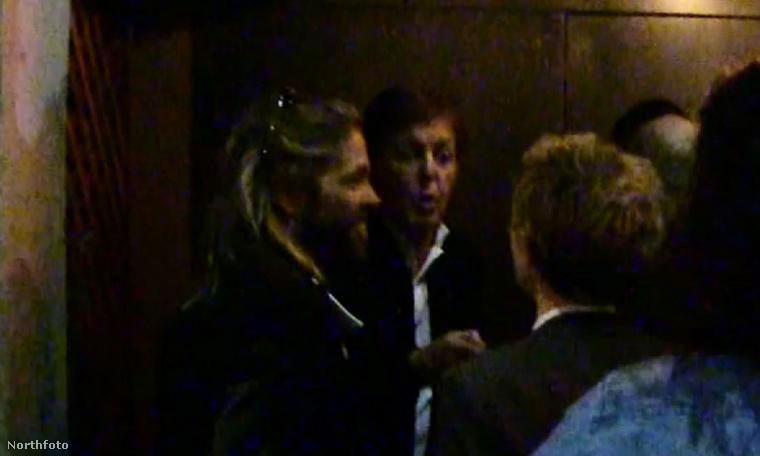Paul McCartney kicsit kiakadt, hogy vajon mennyire kell még ennél is VIPebbnek lenni ahhoz, hogy beengedjék.