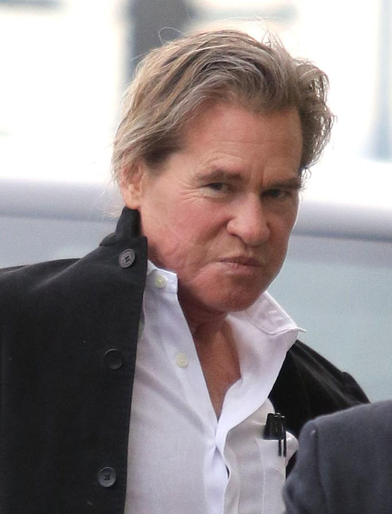 Kilmert nemrég gégekanüllel fotózták és évek óta röppennek fel hírek betegségről és torokrákról, amiket a színész rendszerint cáfol