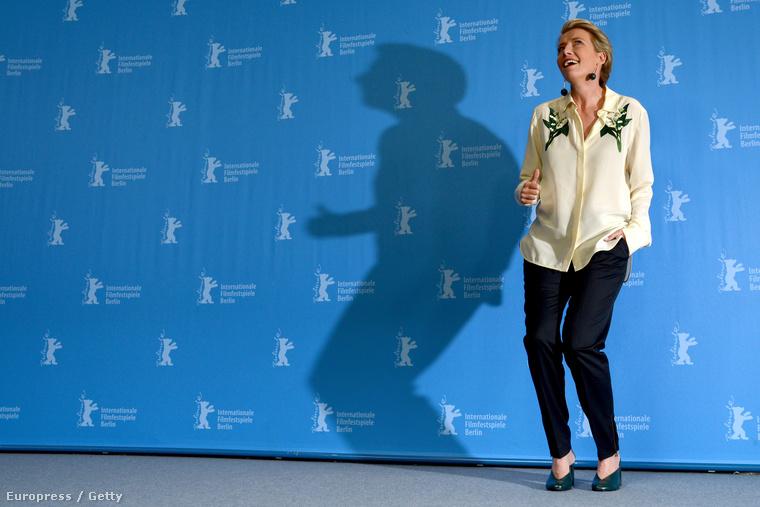 Egyébként azért volt a Berlinálén, mert bemutatták új filmjét, az Egyedül Berlinbent