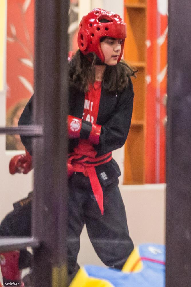 Blanket jackson, az elhunyt popsztár, Michael jackson harmadik gyermeke épp karate órán van.