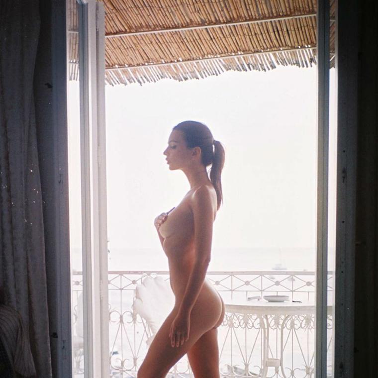 Emily Ratajkowski azt mutatta meg, amit mindig: a meztelen testét