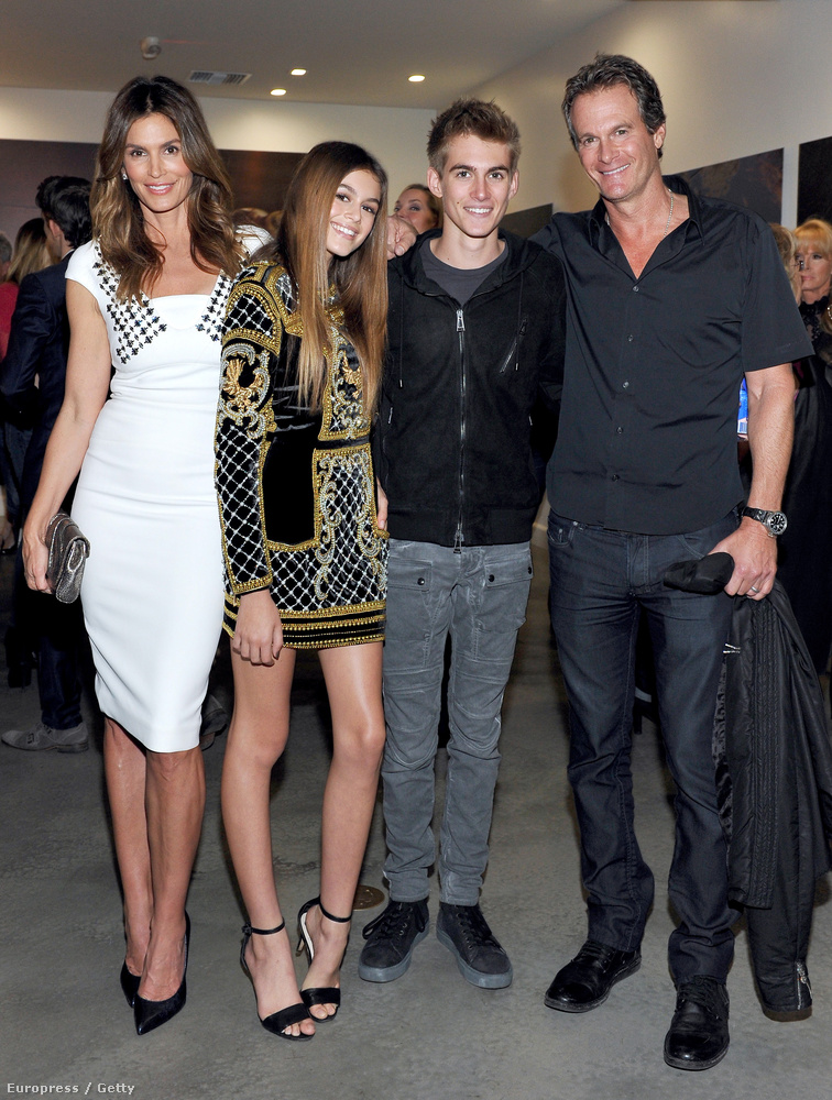 1998-ban ment hozzá Rande Gerberhez, akitől két gyereke született; Presley Walker Gerber, és Kaia Jordan Gerber, aki anyjához hasonlóan már elkezdett modellkedni.