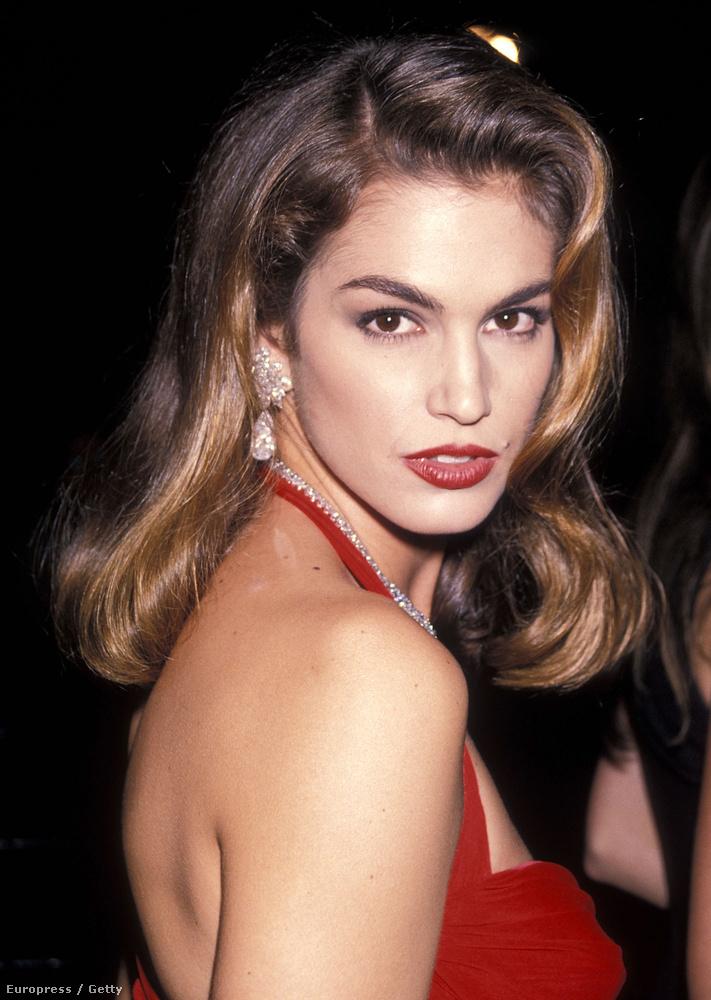 ...amit az 1991-es Oscar-díjátadón viselt, akkora hatással volt a divatvilágra, hogy még saját Wikipedia-oldala is van.