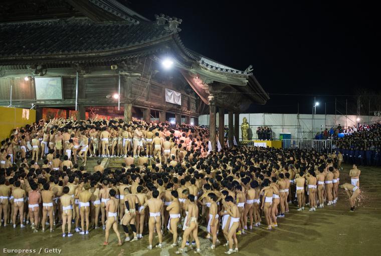Ez a Szajdajdzsi templom, körülbelül kilencezren mentek el aznap este