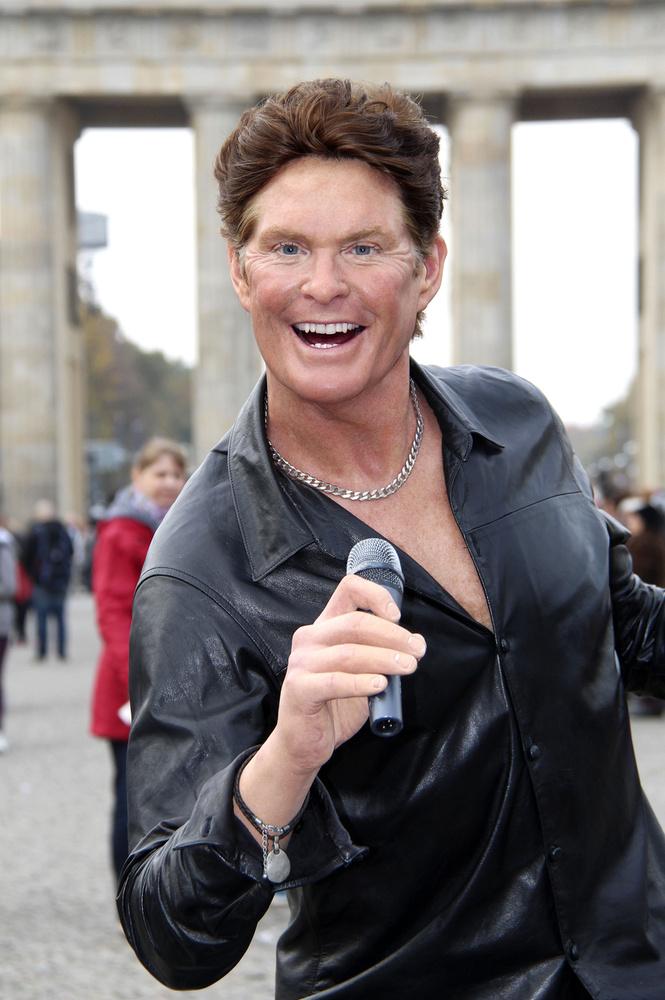 David Hasselhoff berlini szobrát csak úgy idetesszük