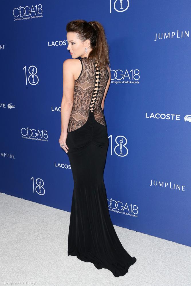Az eddigiekhez képest persze Kate Beckinsale színésznő egy matrónának öltözött,
