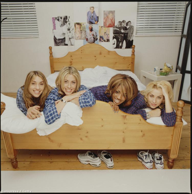 Egyébként ha nem tudná, az All Saints nem teljesen brit, ugyanis a banda felét alkotó testvérpár, Nicole és Natalie Appleton Kanadában születtek brit anyától és kanadai apától