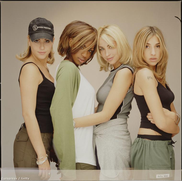 Persze az együtes már az Egyesült Királyságban alakult meg először 1993-ban, ami aztán kisebb változtatások után 1996-ban érte el jelenlegi formáját is a négy énekesnővel.