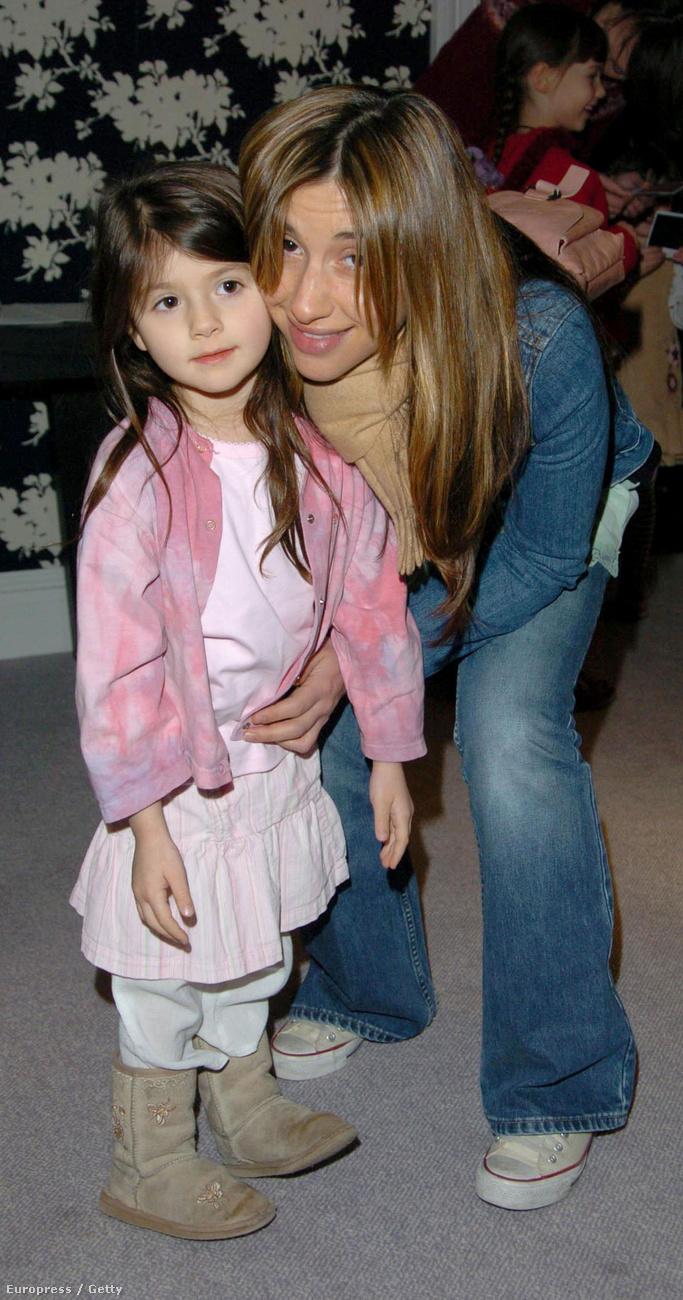 ...ugye emlékszik, hogy terhesen lépett színpadra? Hát abból a terhességből született meg 1998-ban lánya, Lilyella Zender...