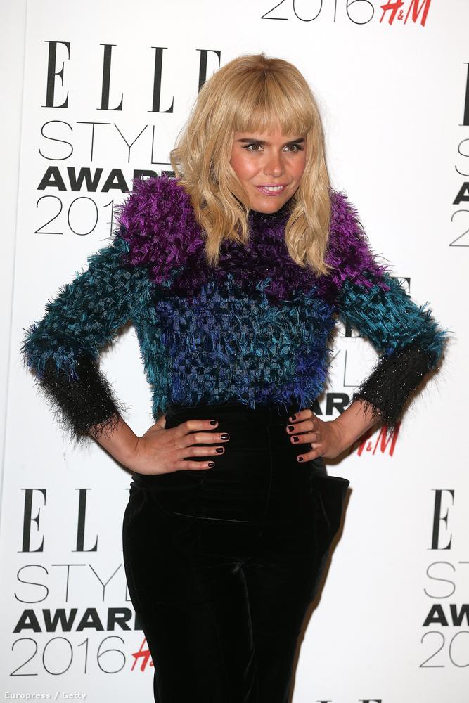 A kedd esti londoni Elle Style Awardsra időzítette Paloma Faith új frizurájának bemutatását