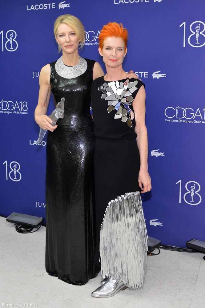 Nézzék, Cate Blanchett milyen bátran tűri, hogy Sandy Powell Bowie-s/gagás hajszíne elvonjon előle minden figyelmet! A tükrös dísz a felsőn nekünk egész bejött, na de a szoknya alja és már megint a cipő?!