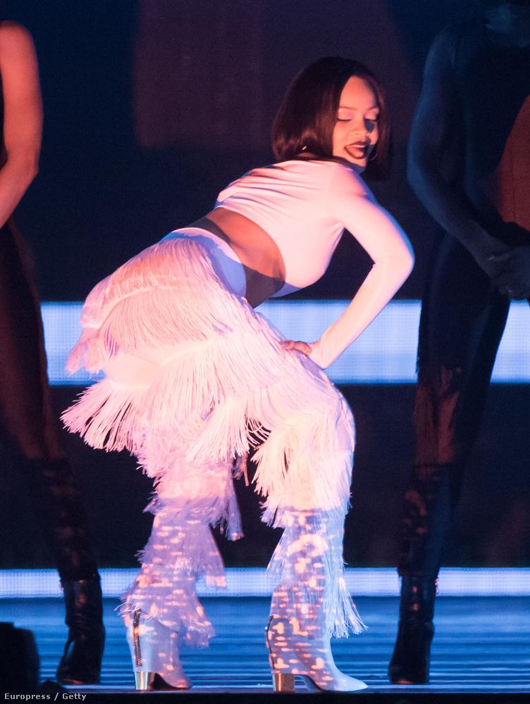 Rihanna nem is kímélte a fenékizmokat.