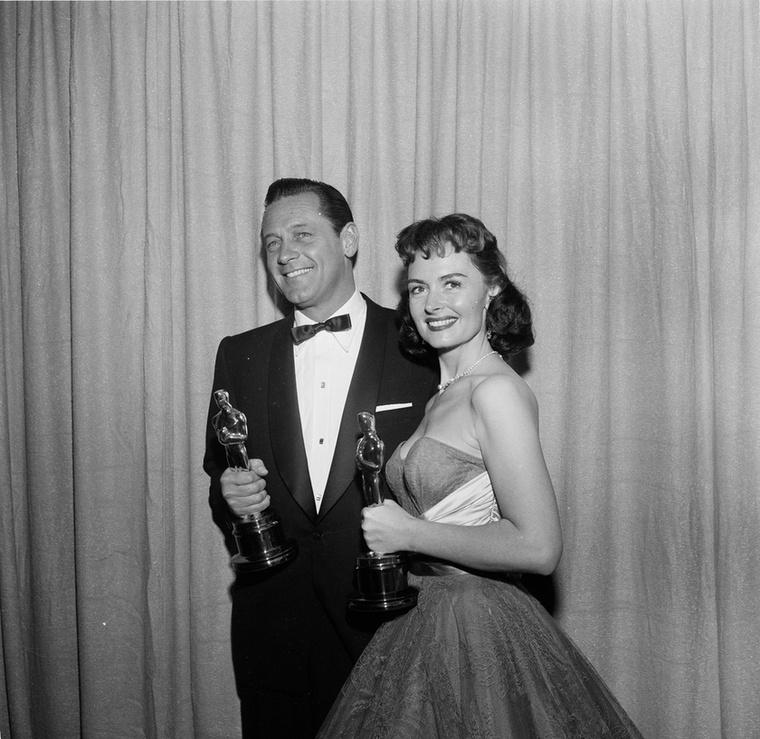 Donna Reed (Most és mindörökké) és William Holden (Stalag 17) 1954-ben