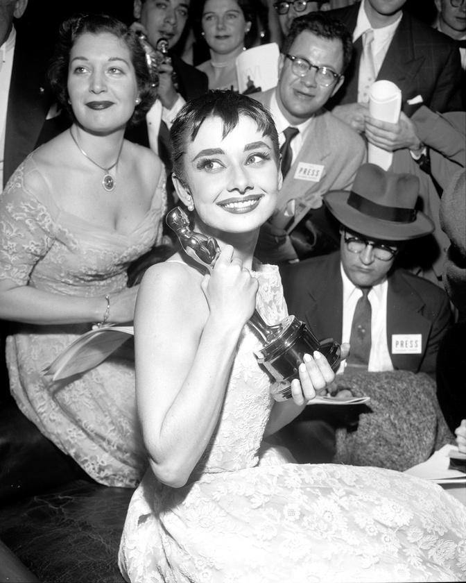 Audrey Hepburn 1954-ben nyert Oscar-díjat a Római vakációért