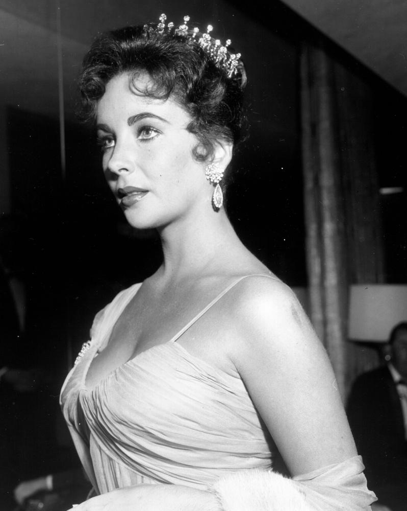 Elizabeth Taylort nem először és nem utoljára láthatja a galériánkban