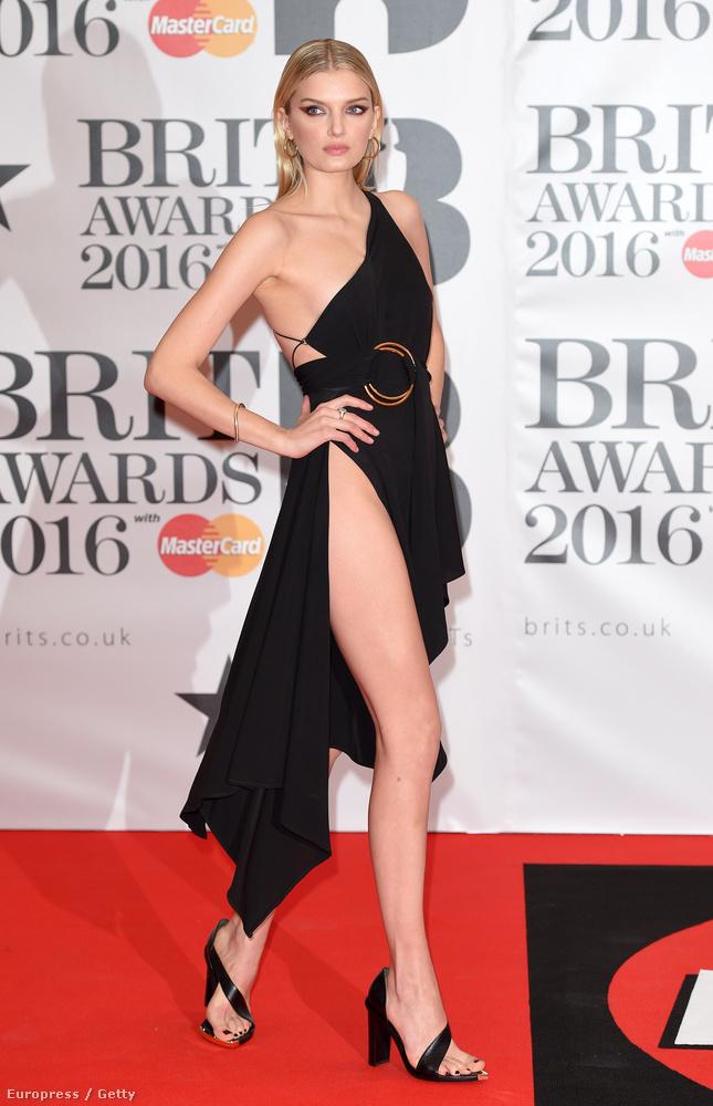 Például Lily Donaldson bugyimodellnek.