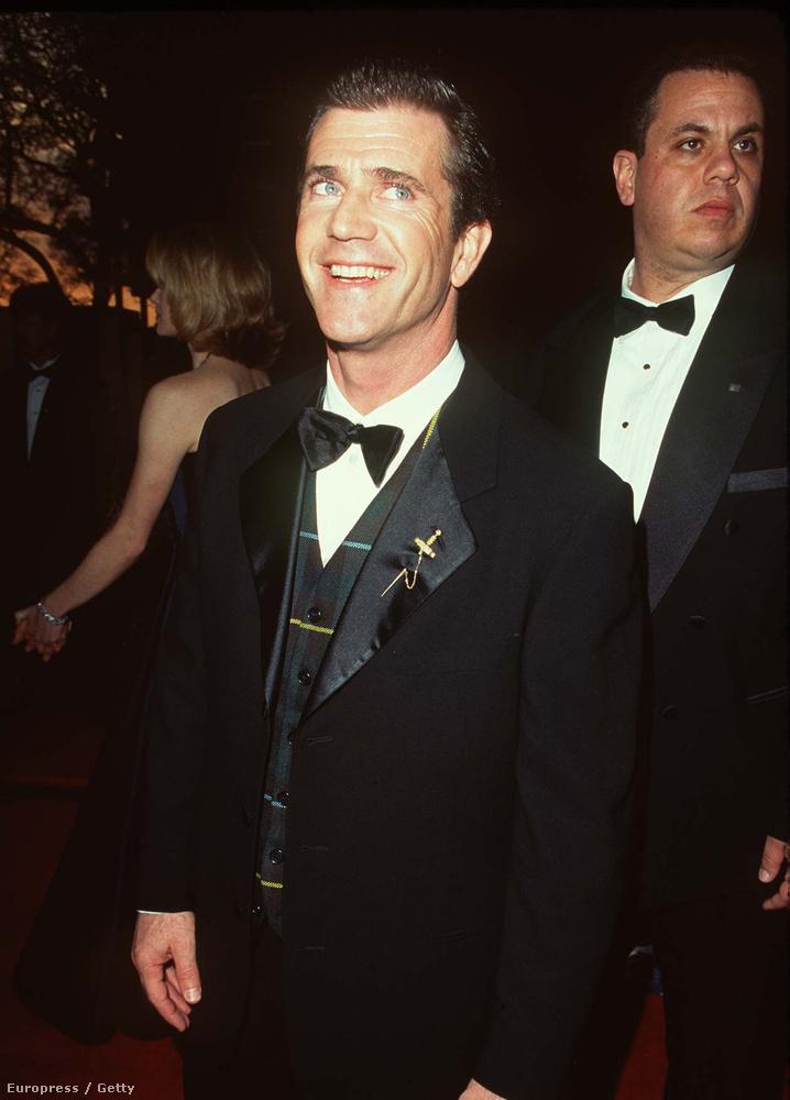 Még néhány ismerős arc, például Mel Gibson, aki az előző évben rendezte meg A rettenthetetlent, kapott is érte két Oscart.
