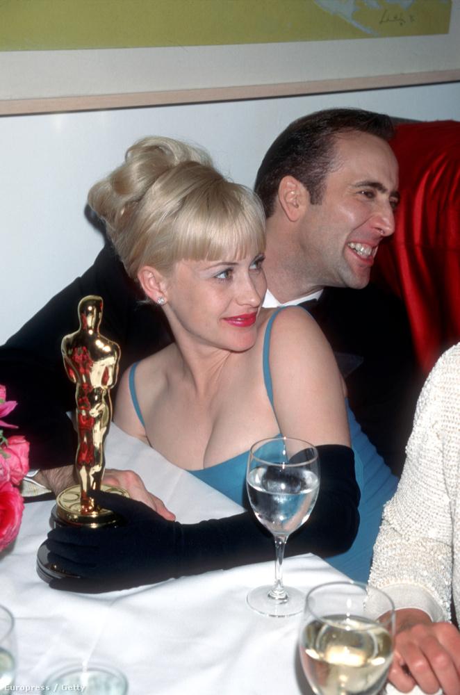 Ez az utóbuli Elton Johnnal, megünneplik Cage Oscarját, amit a                          Las Vegas, végállomásért kapott.
