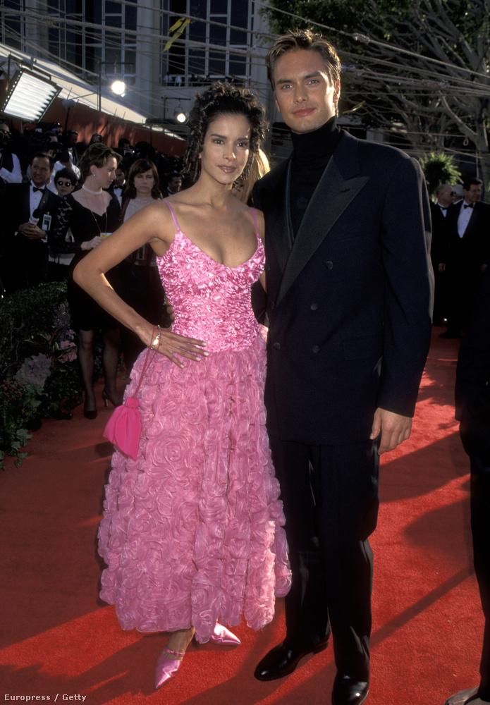 Hogy felkészülhessenek a következőkre, íme Marcus Schenkenberg és Patricia Velasquez modellek, az akkori divat megtestesítői.