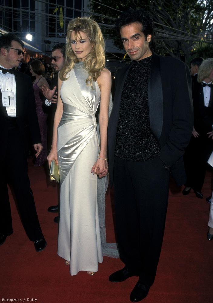 ahogy Claudia Schiffer modell és David Copperfield bűvész is