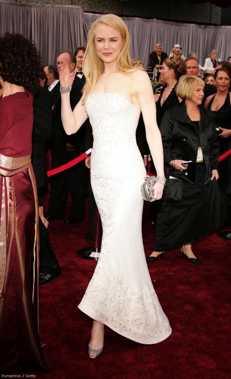 Nicole Kidmen arcán és stílusán is látszanak az imént mutatott Oscar óta eltelt évek.