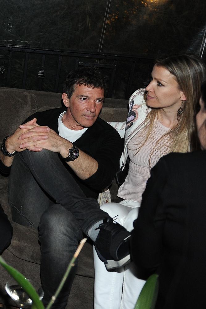 Antonio Banderas egy Los Angeles-i buliba vitte el 20 évvel fiatalabb barátnőjét, Nicole Kempelt