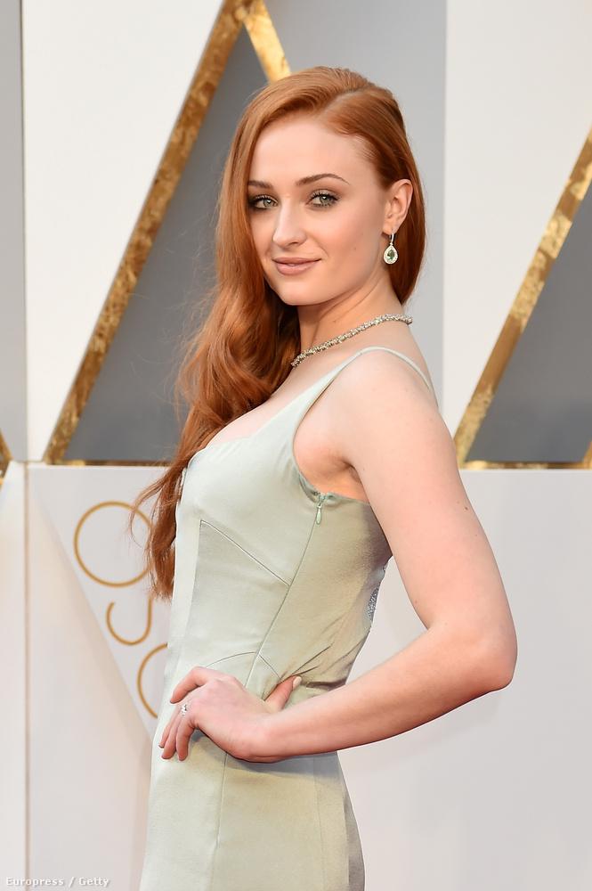 Na, hát most az eddigieknél is indokoltabb minderről beszélni, mert ő is szuperdögös volt az Oscaron.