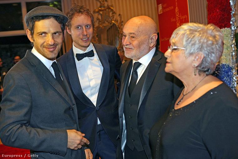 Ja, amúgy nem csak Vajnáék, de a film főszereplője és rendezője, Röhrig Géza és Nemes Jeles László is ott voltak