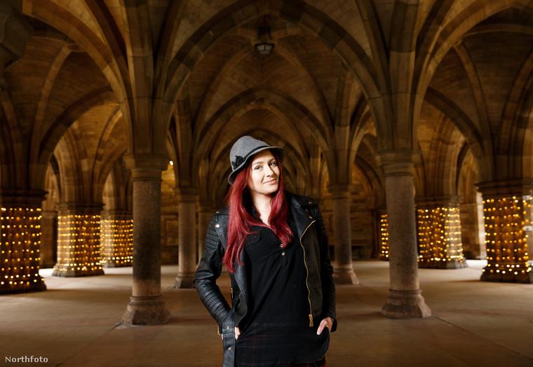 Stacy Paris a Glasgow-i Egyetem másodéves molekuláris biológia szakos hallgatója