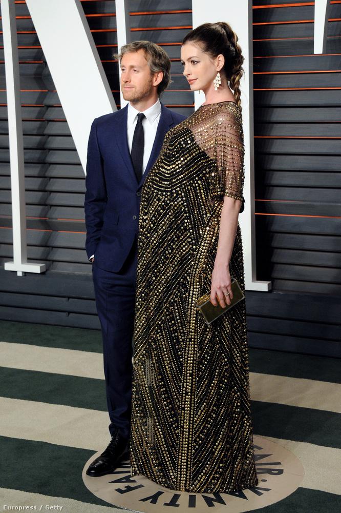 Anne Hathaway még mindig egy szép terhes nő.