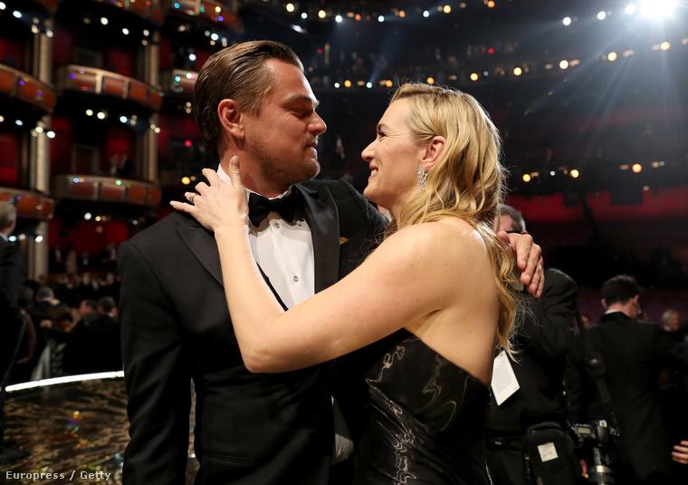 most azért foglalkozunk vele még egy kcisit, mert ennyire szerelmesen nézett Kate Winsletre.
