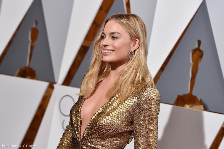 Margot Robbie egy különösen dekoltált Oscar-szoborként vett részt az estélyen.