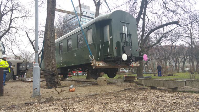 Arra hivatkoztak, hogy a múzeum 1989 novemberében nyilvántartásba vette a vasúti kocsit, ezért az a múzeum tulajdona.