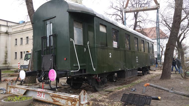 A vagon 30 éve állt a Közlekedési Múzeum jobbján, már a kezdetekkor is büféként üzemelt.