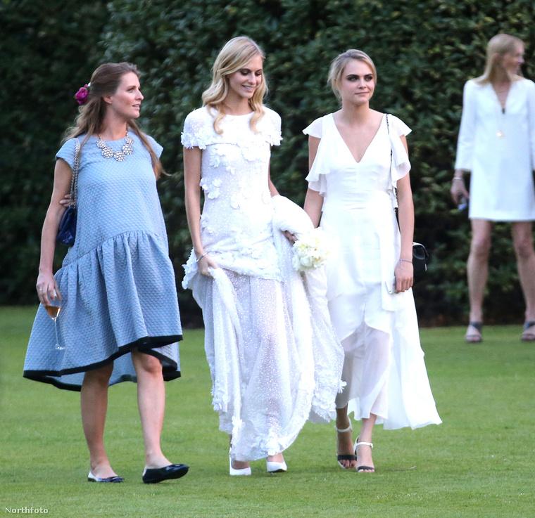 Meglepő, hogy a koszorúslányruha ennyire hasonlít a menyasszony ruhájára