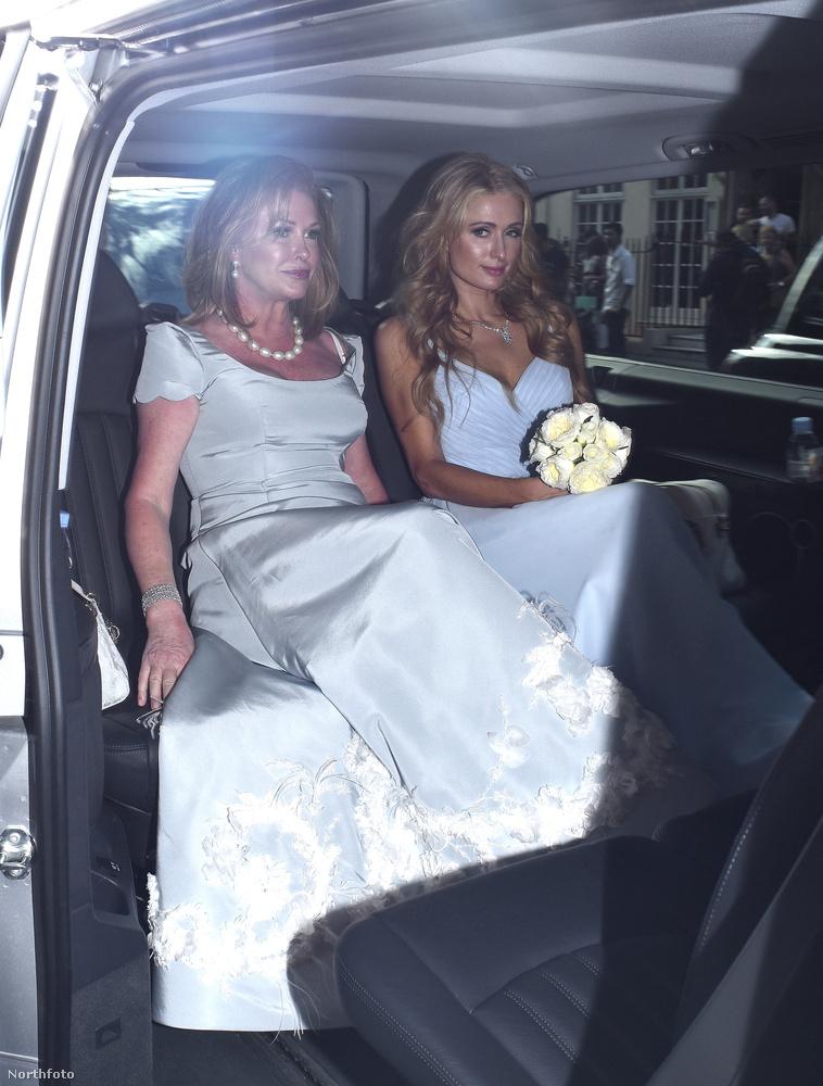 Na hova megy éppen Paris Hilton ebben a limuzinban az édesanyjával?