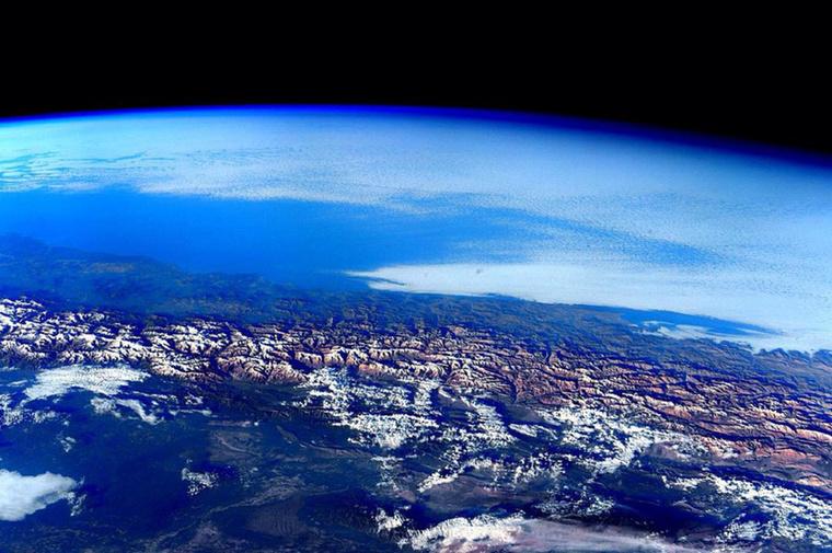Az űrhajó 92 percenként kerüli meg a Földet