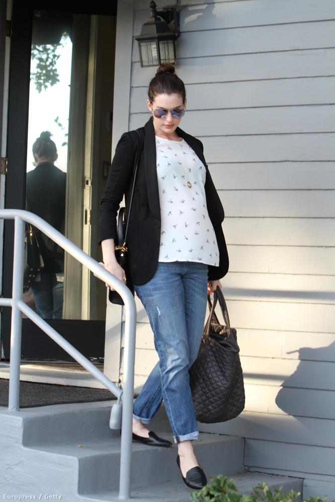 November közepén derült ki, hogy Hathaway terhes